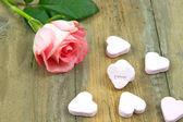 Pnk rose and heart candies — Stock Photo