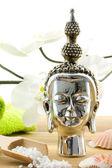 Buddha složení s orchidejí, mušle a do koupele — Stock fotografie