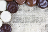Detail of chocolate kruidnoten on burlap surface — Foto Stock