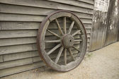 Old wooden cartwheel. Ballarat, Sovereign Hill, Australia — Foto Stock