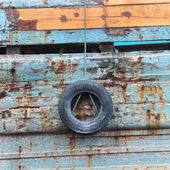 Old tire hanging on a rope — Stock Photo