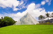 Pyramid With Glass And Steel Facade, Royal Botanic Gardens, Australia — Stock Photo