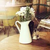 Tabulka na café pozadí. Vintage styl — Stock fotografie