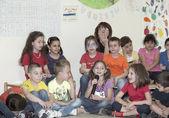 Criança da escola durante um debate — Foto Stock