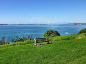 Bench with sea view on Auckland's North Head — Stock Photo