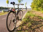 自行车旁边条骑行路线 — 图库照片