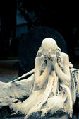 Mourning statue. Cimitero Monumentale, Milan — Stock Photo