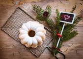 Gugelhupf decoratetd con suger en polvo — Foto de Stock