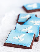 Cookies decorated with white doves — Stock Photo