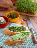 Baguette with green pesto and chives — Stock Photo