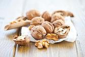 Ořech na bílé paperbag — Stock fotografie