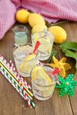 домашний лимонад из свежих фруктов — Стоковое фото