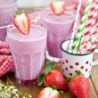 Milkshake with strawberries — 图库照片