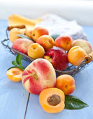 Variety of peaches in a vintage basket — Stock Photo