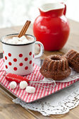 Hot chocolate with little cakes — Foto de Stock