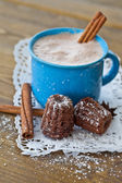 Hot chocolate with little cakes — Stock Photo