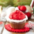 Little cupcake with Santa hat — Stockfoto
