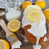 Homemade cake with lemon frosting — Stock Photo