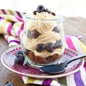 Skiktad dessert med färska blåbär — Stockfoto