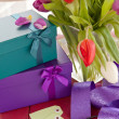 Little gift boxes and fresh tulips — Stock Photo
