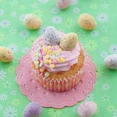 Little cupcake on green — Stock Photo