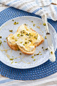 Brioche with cream cheese and honey — Foto de Stock