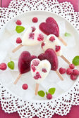 Popsicle in heart-shape — Stock Photo