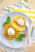 Grilled pineapple with ice cream — ストック写真