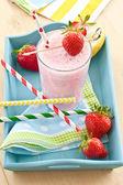 Milk shake with fresh strawberries — Stock Photo