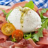 Mozzarella, smoked ham and fresh tomatoes — Stock fotografie