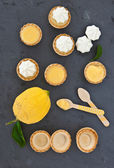Little meringue lemon pies — Stock Photo