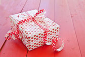 Little gift box with hearts — Stockfoto