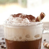 Cup of coffee with creamy milk foam — Stockfoto