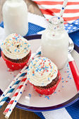 Little cupcakes with frosting — Stock Photo