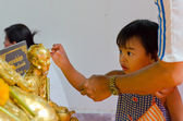 Thai child is learning to be a Buddhist. — Stock Photo