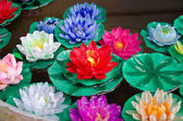 Mísa z umělého lotus — Stock fotografie