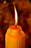 Luce di candela nel buio — Foto Stock