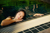 Woman enjoy relaxing in the pool — Стоковое фото