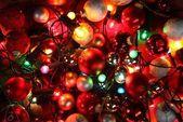 Bovenaanzicht van kerstverlichting en ornamenten. — Stockfoto