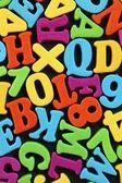 Lettere su sfondo nero e numeri colorati — Foto Stock