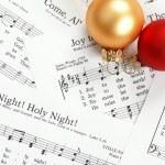 notas de música com a canção de Natal e enfeites de Natal — Foto Stock