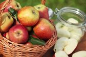 Basket with fresh apples and canning jar. — Stock Photo