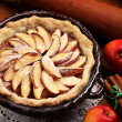 Apple pie in baksel tin — Stockfoto