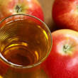 Glass with apple juice and apples. — Stock Photo