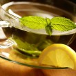 Mint tea and fresh mint leaves. — Stock Photo