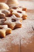 Biscotto di natale su fondo in legno. — Foto Stock