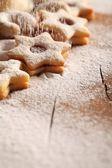 Biscuits de noël et sucre battante — Photo