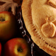 Home-made apple pie, apples and autumn leaf. — Stock Photo