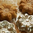 Cookies and flower shape little cookie pans — Stock Photo #28034465