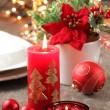 ljus och ornament på semester bord — Stockfoto